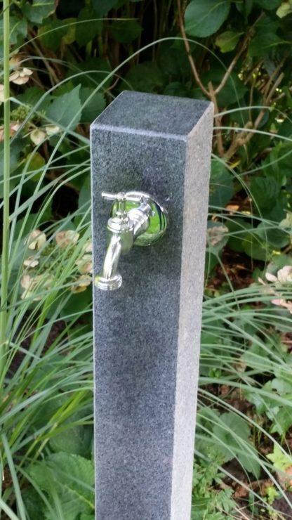 Wasserzapfsäule Granit, anthrazit, teilpoliert