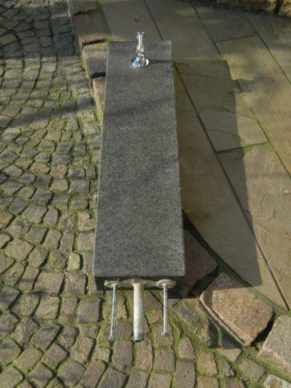 Wasserzapfsäule Basalt breit, geflammt
