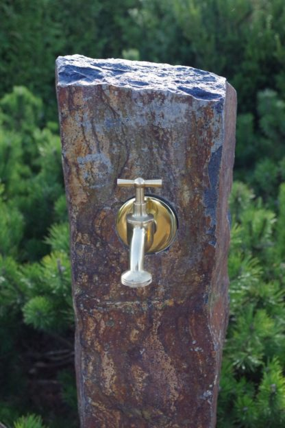Wasserzapfsäule Basalt, naturbelassen