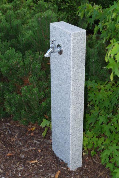 Wasserzapfsäule Granit breit, geflammt